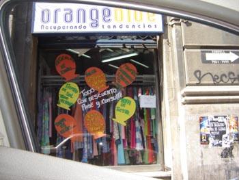 calle-condell-orange-blue