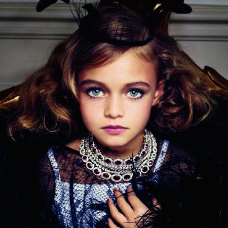 Comenzando con el escándalo muy pronto con la sección de acessorios, el  donde rol de modelos se lo toman niñas de 8 o 10 años, bellísimas por  supuesto, ... 5283e71fb7