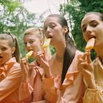 Moda, inocencia y contrastes en la fotografía de Michal Pudelka