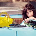 Alexa Chung modela las carteras de Longchamp