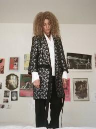 Title A: El regreso de la modelo Agyness Deyn como diseñadora