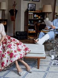 Window dressing: la editorial de moda que recrea una de las mejores películas de Hitchcock