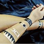 La tendencia de los tatuajes temporales metalizados