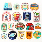 Estética de parches y stickers: Un repaso de historia y pasarelas