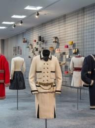 """Modemethode"", retrospectiva a la carrera del diseñador alemán Karl Lagerfeld"