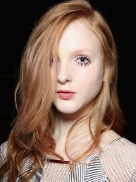 Pestañas con grumos, la tendencia de maquillaje que vuelve a ganar más y más adeptos