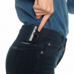 Este es #Hello Joe's, el par de Jeans que carga tu teléfono