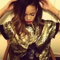 Rihanna-wearing-Gold3-London-Zhiloh-tee-shirt-and-Reebok-Kamikaze-II-Mid-OG-Sneakers
