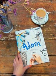 """""""Adorna con estilo"""", un libro que ayuda a darle nueva vida a la ropa vieja"""