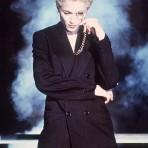 Madonna y los diseñadores, más allá del sostén cónico de Gaultier