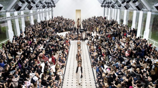 Burberry_Womenswear_S_S16_Show_Finale