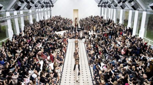Burberry_Womenswear_S_S16_Show_Finale