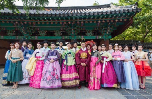 Group-photo-of-hanboks-in-Jeonju