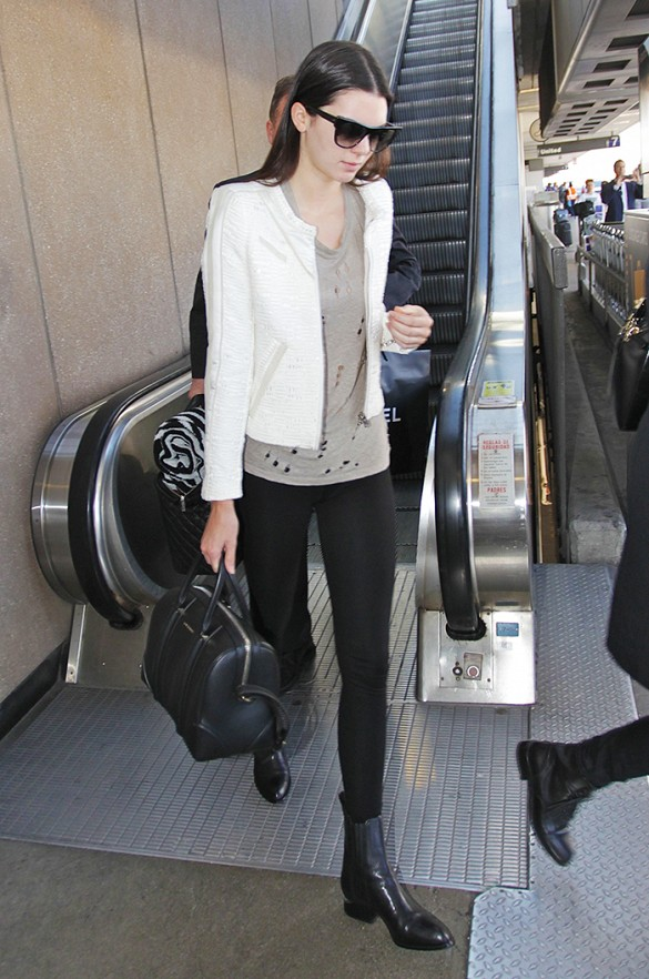 kendall-jenner-black-skinnies-leggings-white-blazer-moto-jacket-chelsea-boots-model-off-duty-style-grey-tee-gray-casual-weekend-airport-shopping-night-out-via-whowhatwear