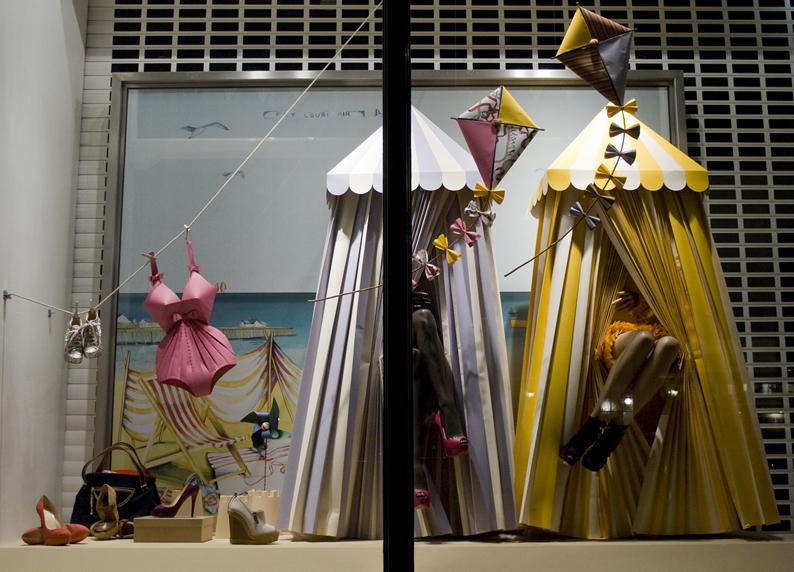 zoe-bradley-louboutin-window-2010-paper-installation-3