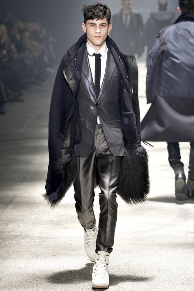 2012 Yoshiaki Hayashi en la pasarela Lanvin Menswear F_W 2012 FUENTE vogue com