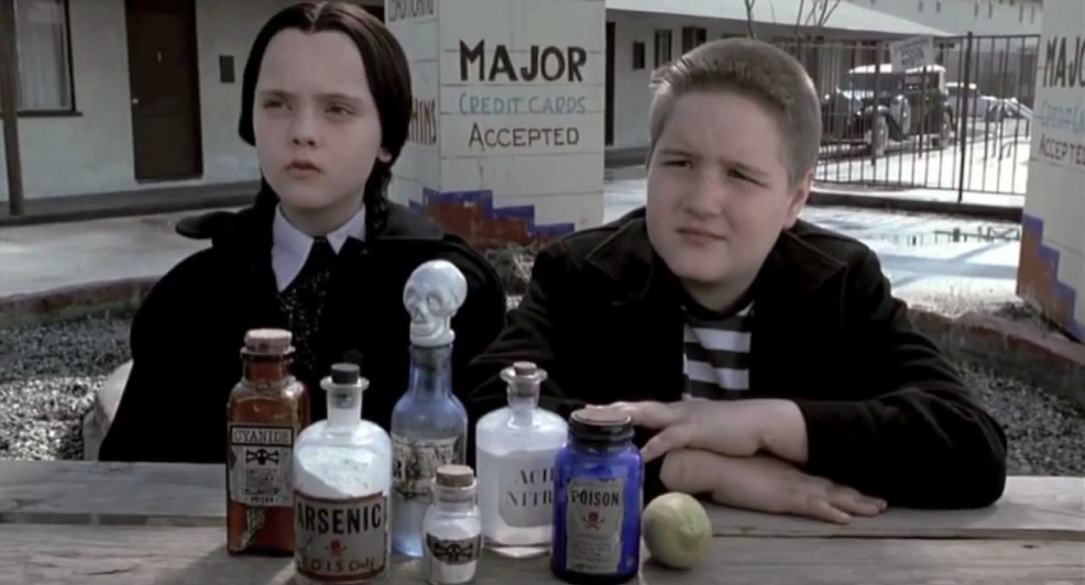 christina-ricci-wednesday-addams-and-jimmy