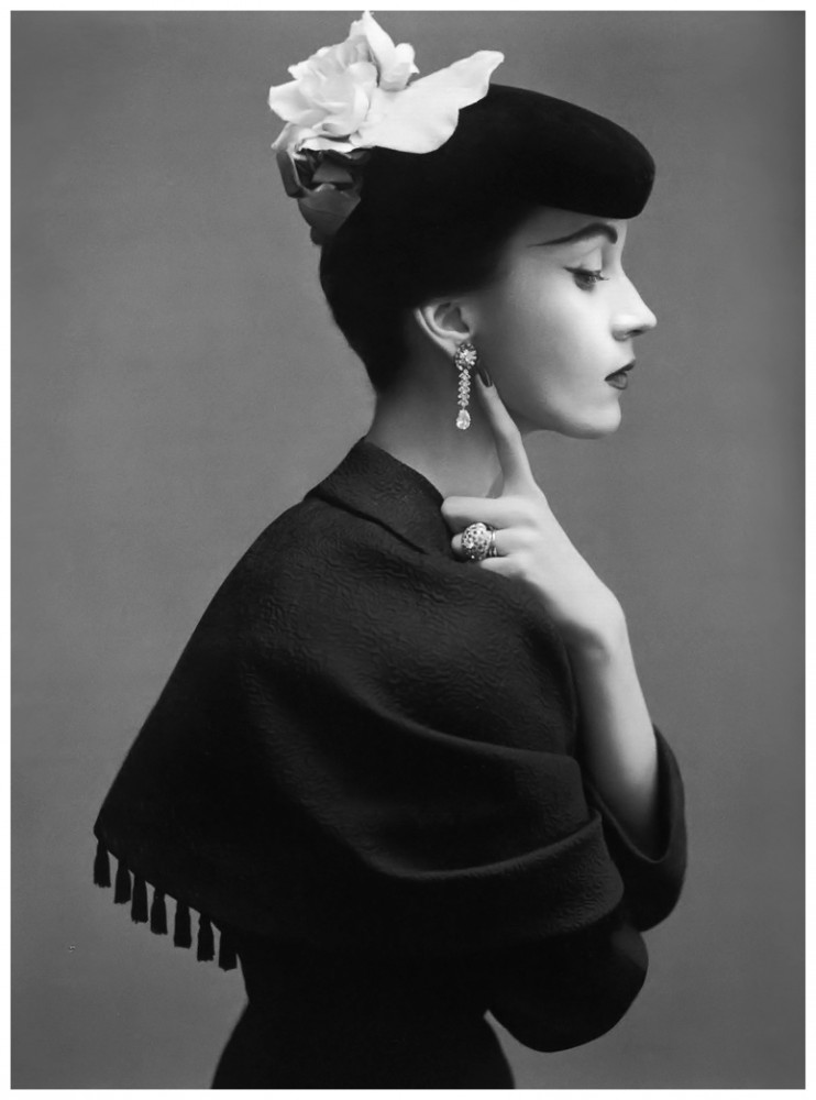 dovima-in-balenciaga-photographed-by-richard-avedon-1950