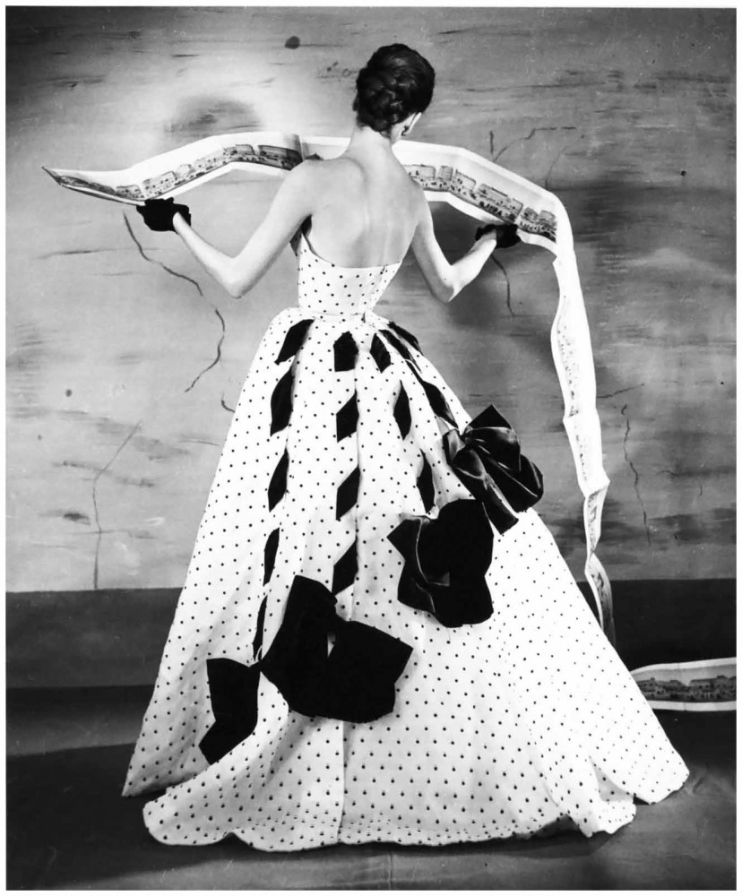 photo-louise-dahl-wolfee280a8panorama-of-paris-suzy-parker-in-a-jacques-fath-gown-1953