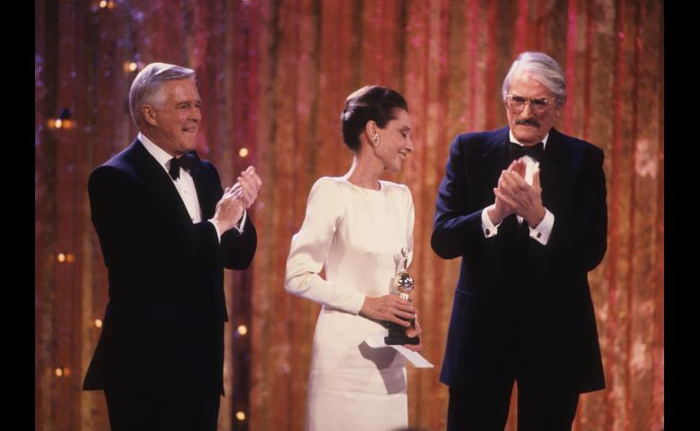 1990_gg47_audrey_hepburn_demille_george_peppard_gregory_peck