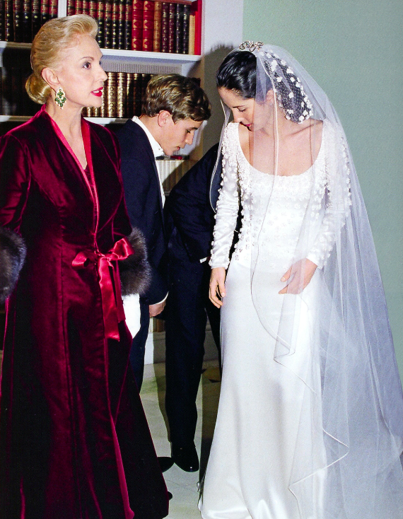 Carolina-Herrera-with-daughter-Patricia-November-2002-Custom-dress-by-Carolina-Photographer-Mary-Hilliard