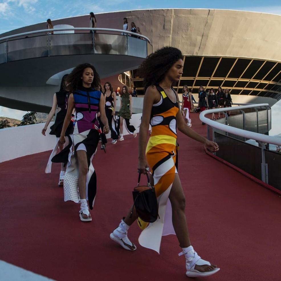 Louis-Vuitton-Resort-2017-Show