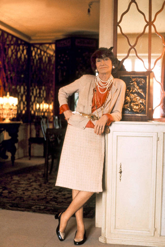 11-history-of-chanel-coco-chanel-in-1970-the-year-before-she-died-sohelee