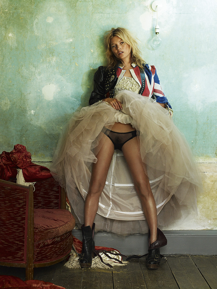 4.-kate-moss-london-british-vogue-2008-c-mario-testino