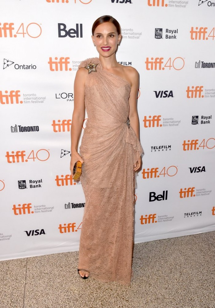 Natalie-Portman-Toronto-Film-Festival-Red-Carpet-Pictures