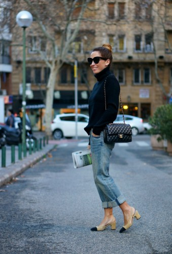 01a-street style-chanel-shoes-slingback-granny shoes-boyfriend jeans-chanel-255-bag-con dos tacones-c2t