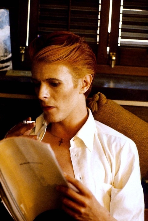 "David-Bowie-On-set-of-""The-Man-Who-Fell-To-Earth"".-by-Steve-Schapiro"