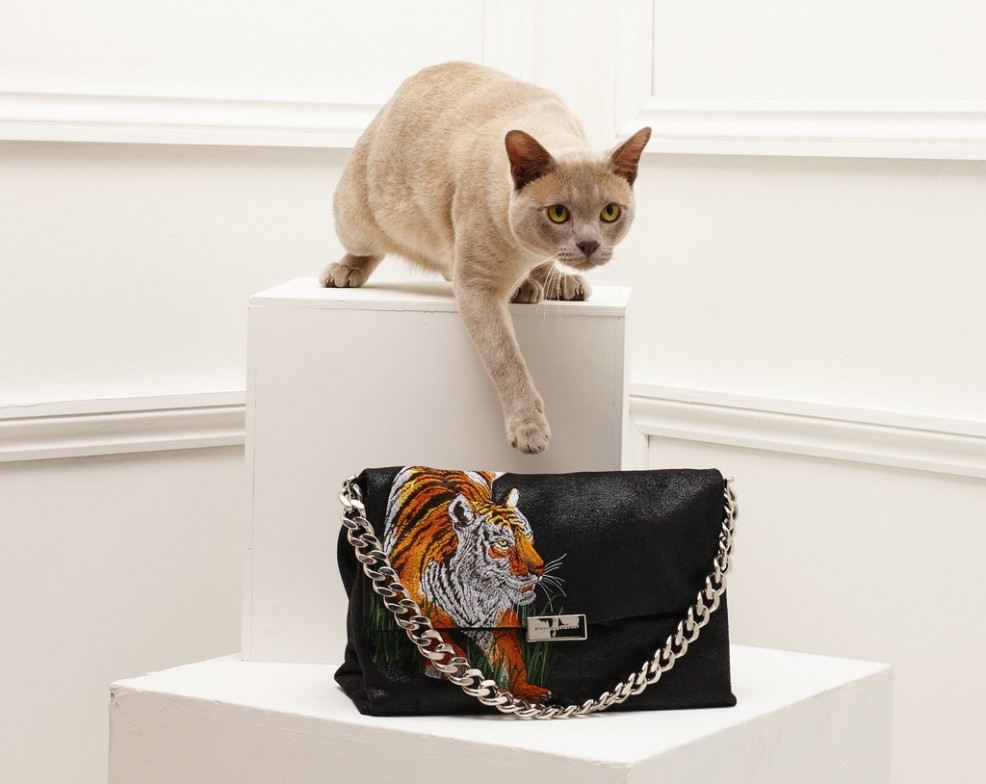 Stella-McCartney-Fall-2016-Accessories-cats-14
