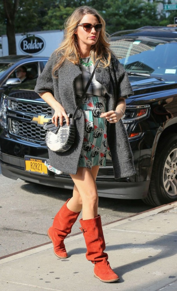 fashion-2014-12-06-blake-lively-pregnant-printed-dress-main
