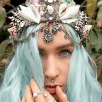 Las coronas de sirenas, la nueva moda que viene a reemplazar a las coronas de flores