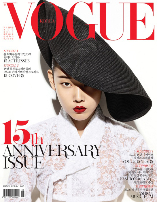 Vogue-Koreas-15th-Anniversary-Issue-DESIGNSCENE-net-01