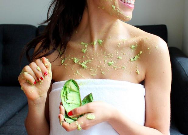 5 productos de belleza que puedes reemplazar con un avocado