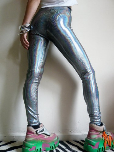 holographic-fashion-trend-leggings
