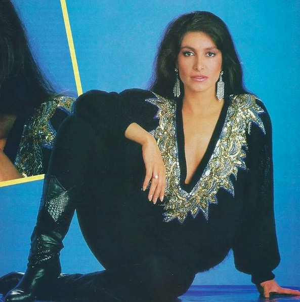 Nostalgia latina: El estilo de Daniela Romo
