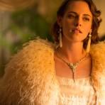 Los más bellos diseños de Chanel para Kristen Stewart en la película Café Society