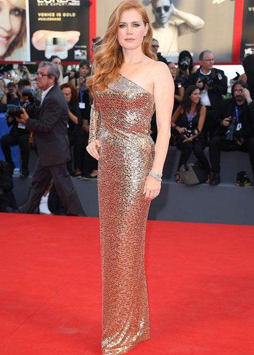 11813092_amy-adams-is-ruling-the-red-carpet-at-the_t3963aba1