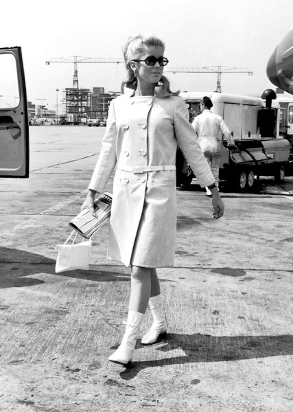 1965-courreges-deneuve