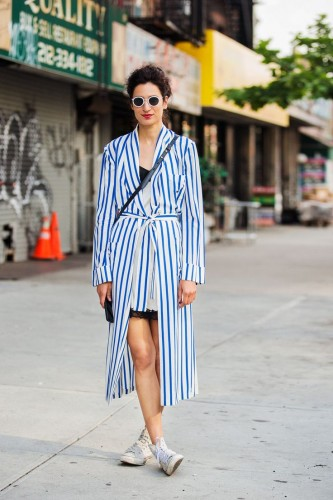 5-striped-robe-coat-with-chic-outfit