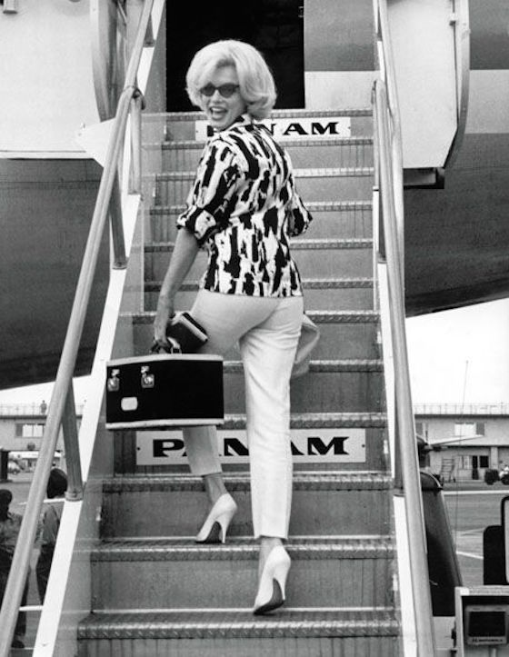 marilyn-monroe-boarding-pan-am-flight