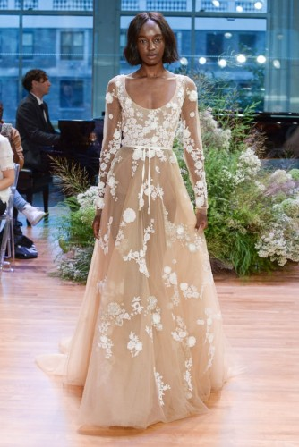 monique-lhuillier-runway-new-york-fashion-week-bridal-october-2016-394686a7-341c-4c59-ba4d-42e8c51e1a40