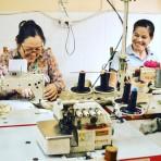 Tonlé, la marca de moda sustentable que trabaja con sobras de telas de fábricas camboyanas