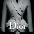 La casa de moda Dior celebra sus 70 años con una colección de libros dedicada a sus directores creativos