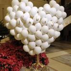 Las originales versiones del árbol navideño de importantes casas de moda