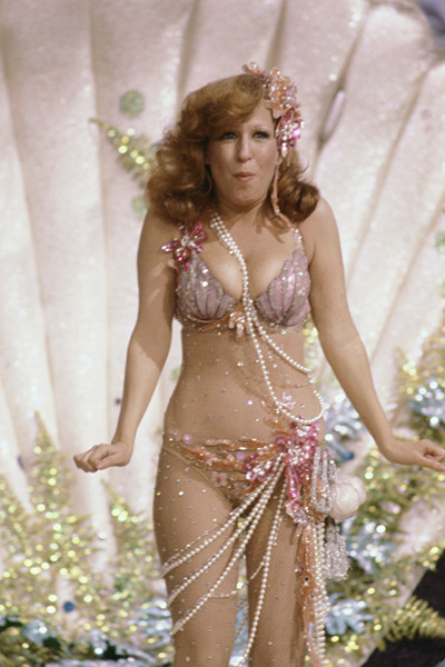 bette_midler_in_ole_red_hair_is_back_weirdest_and_wildest_celebrity_swimsuits_18ialrt-18iampv