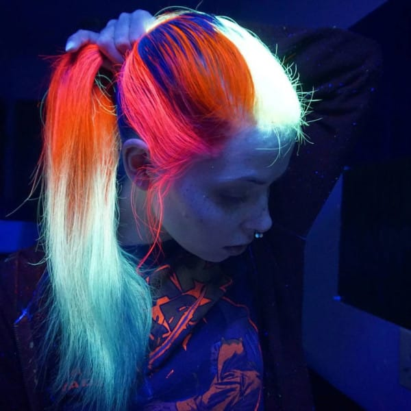 glow-in-dark-blacklight-hair-high-voltage-classic-manic-panic-10__880-600x600
