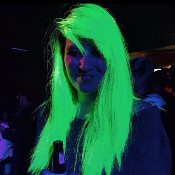 glow-in-the-dark-hair-dye4-600x600